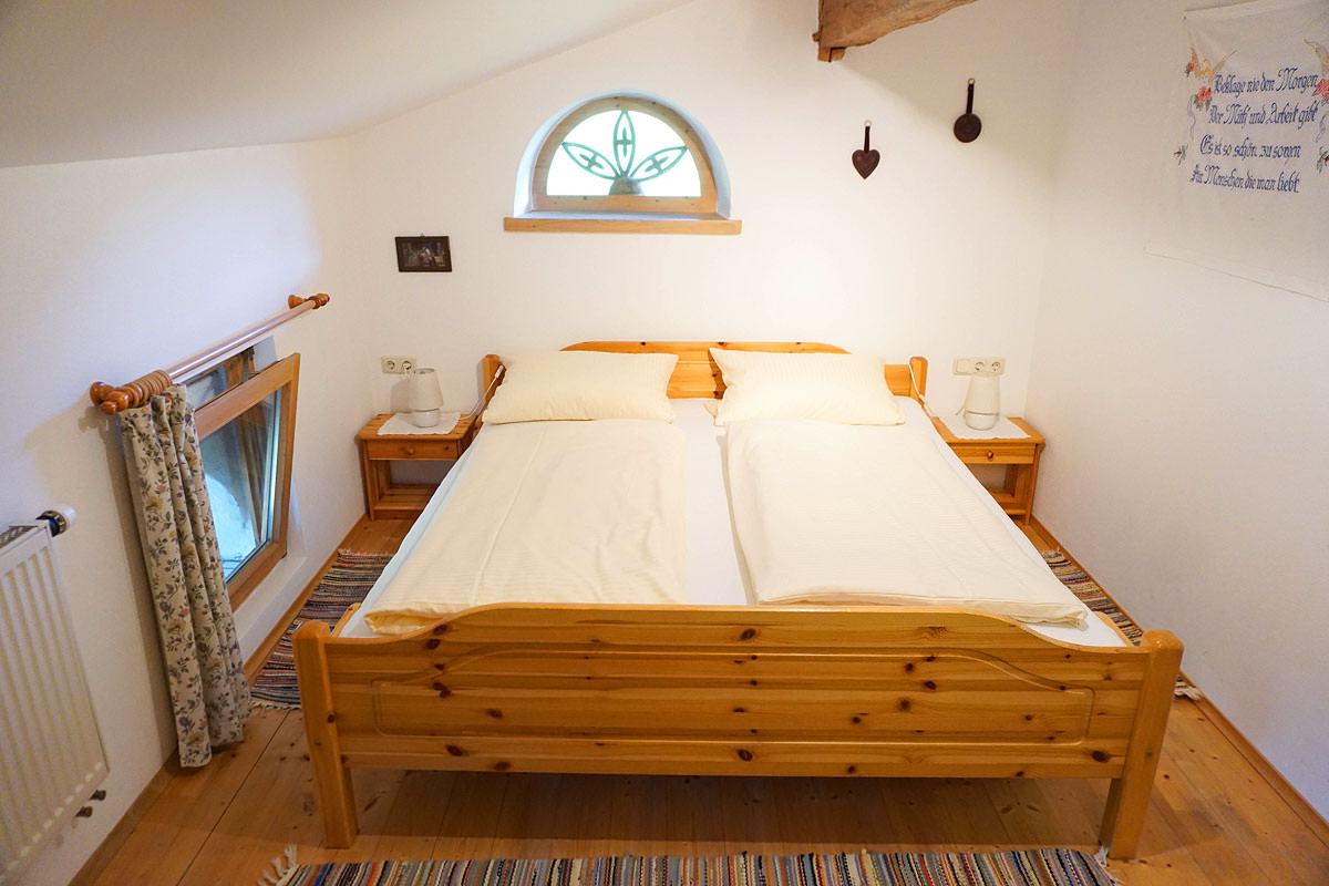 Gemütliches Schlafzimmer in unserer 4 Sterne Galeriewohnung