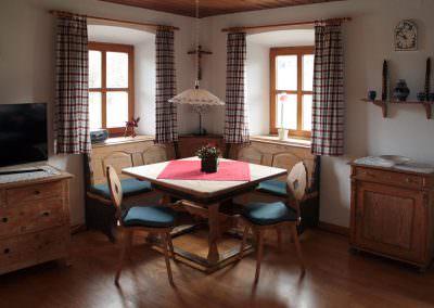 Esstisch mit Eckbank im Wohnzimmer